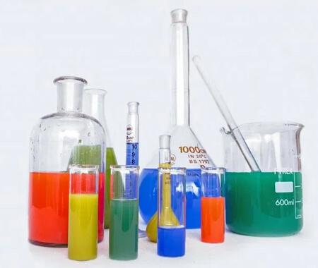 Fungsi Akuades untuk Melarutkaan Bahan Kimia